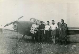 img012 1 od lewej Nikodem Buchowiecki 2 od prawej Zdzisław Chyliński samolot Zlin 26