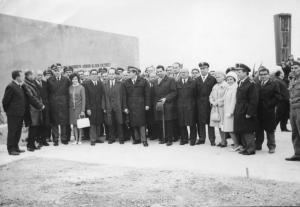 img205 Dyr. Naczelny WSK Swidnik A. Smolarkiewicz z kapeluszem w ręce