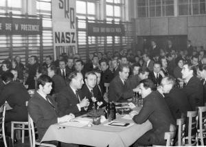 img472 1.Stanisław Trębacz- konstr. 2.Leon Nazaruk, 3.Staniec- kier. stolarni łopat, 4.Podolak Stanisław- kier. wydz. 320,