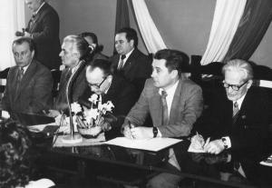 img501 1.Kopeć- minister, 2.Mieczysław Jagielski- rząd, 3.Kucharek Stanisław- naczelnik Świdnika, 4. Koc Mieczysław- sekr~1