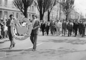 img2499 2z prawej z flagą Janusz Kotyna