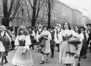 img2666 Iwona Raczyńska p. mężu Makowska 2po prawej na 2planie- dł. włosy