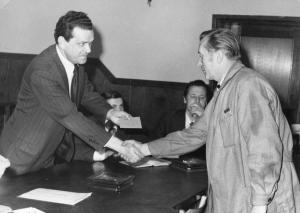 img1185  Adaptacja, dyr. ds. adm-handl. Stanisłąw Kwieciński, siedzi Adolf Borowik, Wacław Slązak