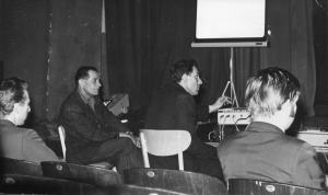 img136 od lewej 1.Henryk Kamiński- zca. kier. dz. BHP-TB WSK, z2.Żmudz- pracownik ZDK