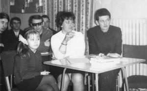 img003 Pierwszy z prawej Jerzy Drumlewski przew. ZSMP WSK, Zygmunt Gomułka siedzi w rogu prac. dz. gł. techn TT WSK