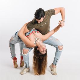 Taniec użytkowy z elementami tańca towarzyskiego